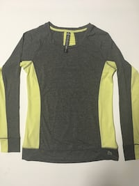 REEBOX LONGSLEEVE SHIRT WOMENS SIZE MEDIUM CLOTHING WORKOUT  Edmonton, T6J