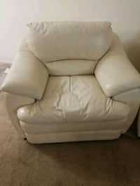 Single ivory color leather sofa seat for sale. Niles, 60714