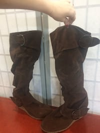 pair of brown leather boots Defiance, 43512