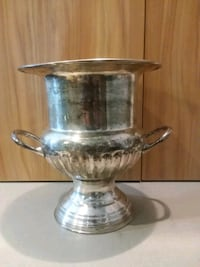 Vintage Silverplated Champagne/Wine Ice Bucket Center Point, 35215