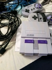 white Nintendo SNES console with controller Mulberry Grove, 62262