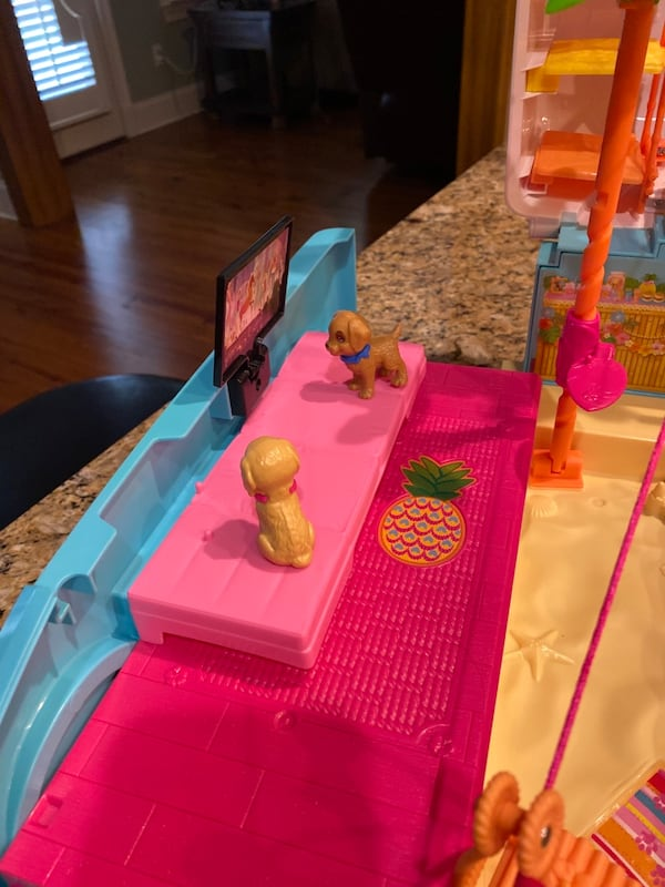 Barbie® Ultimate Puppy Mobile (Brand new never played with but once) 2cd251f6-82ea-45cc-b0be-6ae780573be6