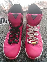 Hot Pink Nike high-tops Victoria, V8T