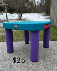 Little Tikes Table *Delivery Available* Hamilton, L9H 5N7