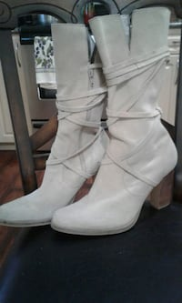 pair of white leather boots Surrey, V3W 8H4