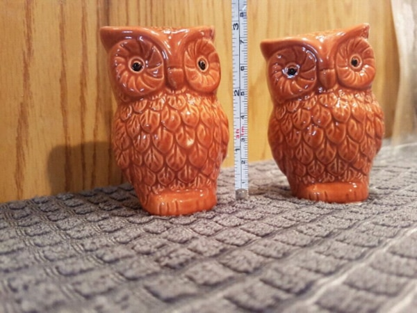 """4"""" two brown ceramic owl salt and pepper shakers 5f3e9a98-47dc-4b44-8102-ab915bae6655"""