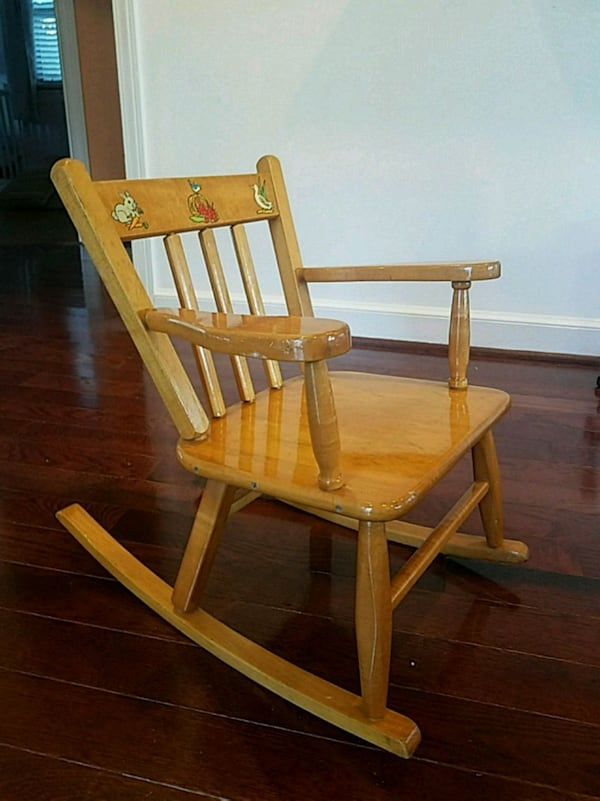 Kids rocking chair 2f468121-1ce2-4d64-9a83-e4b824f56fa5