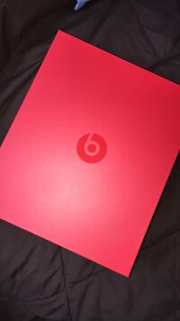 Beats EP selling ! 8/10 condition ! Works as brand new comes with box and case  Mississauga, L5L 1K5