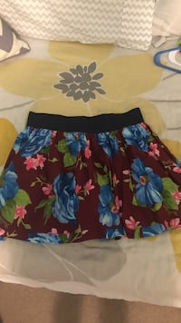 Maroon floral skirt. Size medium.  Ashburn, 20148