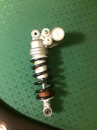 Yamaha R1 2009-14 stock tear shock assembly , brand new , has few scratches on preload back side from removing. Vaughan, L4K 2W6