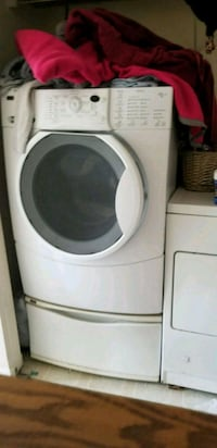 white front-load clothes washer Mechanicsburg, 17055