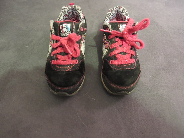 MONSTER HIGH SNEAKERS SIZE 13 GIRLS.     ASKING $15.00