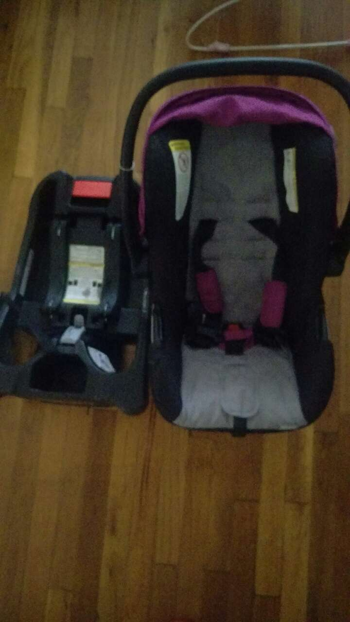 baby's black gray and purple carseat