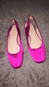 Pair of pink suede pointed-toe flats 23 km