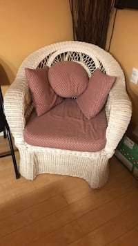 White wicker chair good condition.  Mississauga, L5N 8L7