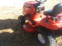 red and black ride on lawn mower Rincon, 31326