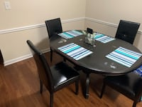 Solid wood dining table Clover, 29710