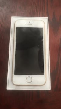Gold iphone 5s with box Terrebonne, J7M 1R1