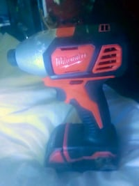 Milwaukee 1/4 inch impact drill set