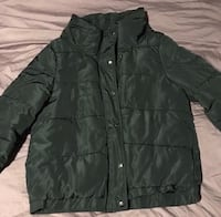 Black puffer size M no flaws  Vancouver, V5R 5P5