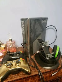 2 new controllers xbox 360 MW3 with controlers Wichita, 67212