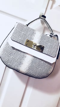 White and black GUESS purse  Toronto, M9W