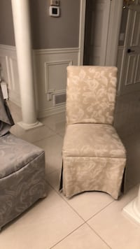 White and gray floral padded chair Laval, H7X