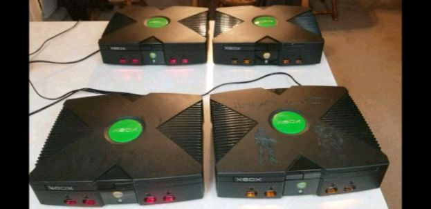 Photo Modded Original Xbox With 500 GB Hard Drive