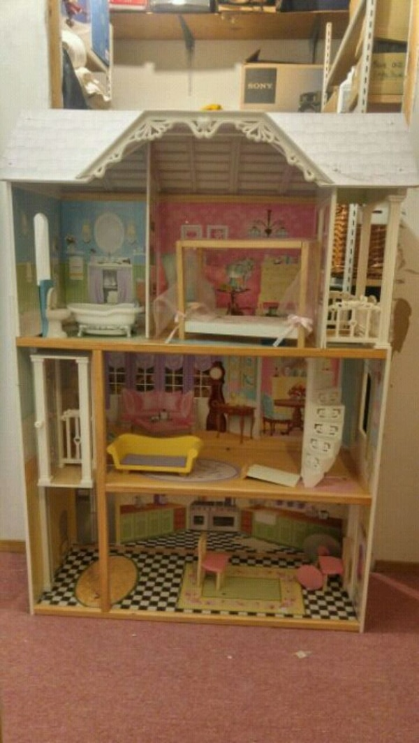 white and pink doll house