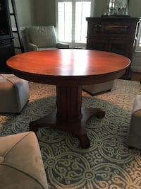 Pottery Barn Style—Round table  Ashburn