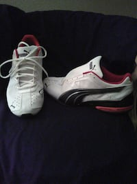 pair of white-and-red Nike sneakers Yuma, 85364