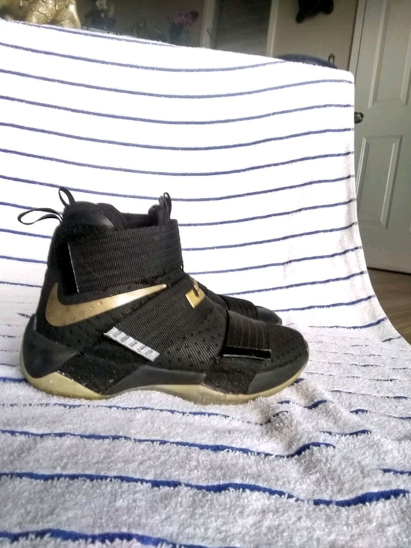 9c1bc64eff48 Used LeBron zoom Soldiers 10 for sale in Kahului - letgo
