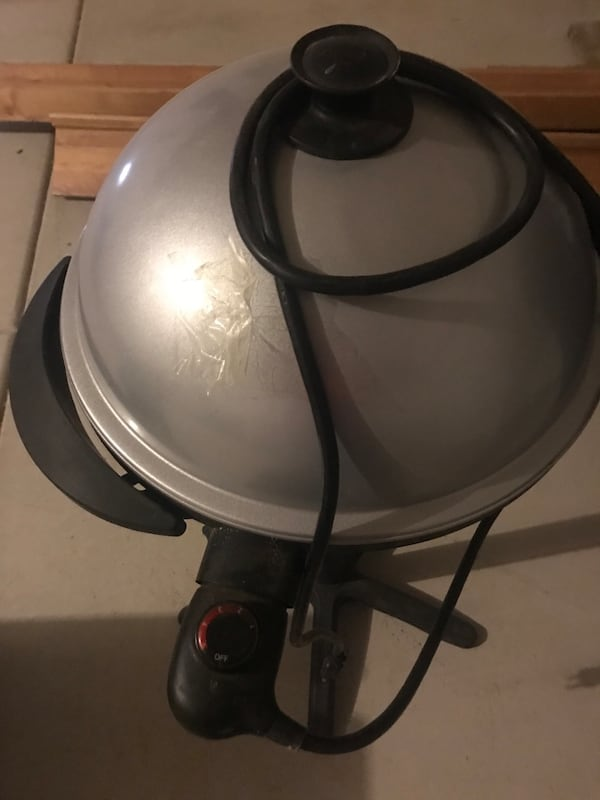BBQ Grill - indoor and outdoor on pedestal with grease catcher c6809722-a1f5-4118-aff8-2ca5a2951688