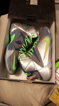 pair of gray-and-green Nike basketball shoes Moore, 73160