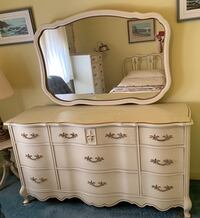 Antique Bassett Furniture Dresser w/Mirror  Waynesboro, 17268