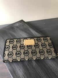 black and gray Coach wristlet Mississauga, L5N 4M5