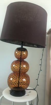 A set of two beautiful lamps in an excellent condition comes with LED bulbs Mississauga, L5B 0H8