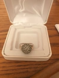 Crystal ball sterling silver ring !size 5 Hubbard, 44425