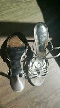 Size 10 silver dress heel Portland, 97202