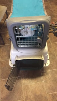 white and black pet carrier 557 mi