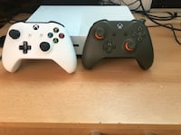 Xbox One-Konsole mit Controller