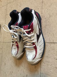 Pair of white-and-pink running shoes size 6 Winnipeg, R2K 4A1