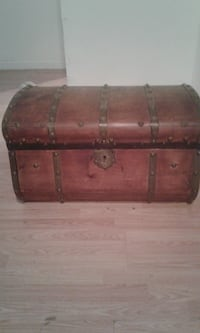 Antique trunk Fernandina Beach, 32034