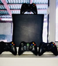 XBOX-360 With 4 Controllers Toronto, M9M 1Y2