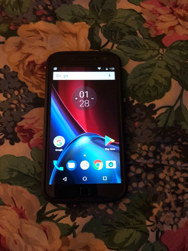 In very good condition barely used has screen protector and case. Moto g4 plus.64 GB with 4 GB Ram