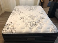 Queen bed and boxspring-Simmons beauty rest New Westminster, V3L