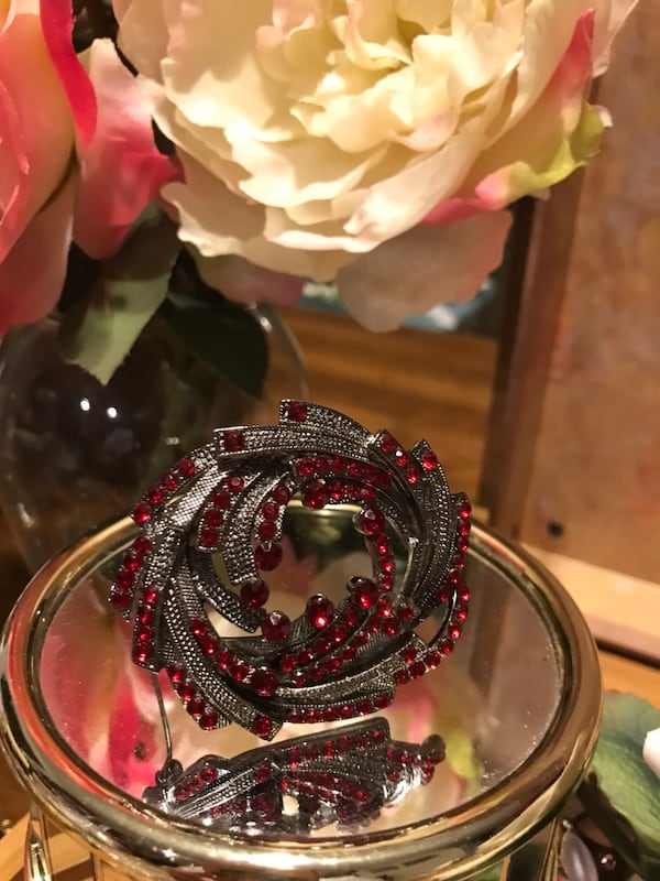 Pretty! Silver Red Ruby Stone Pin/Brooch 36765e9e-edb6-4fc7-9d1b-015bb9f7c08d