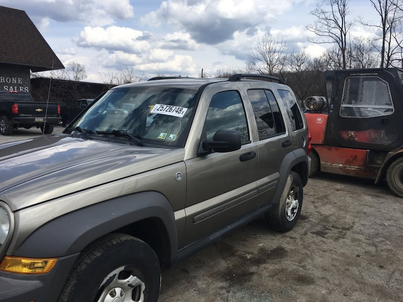 Parting out 2007 Jeep Liberty 4x4 b9301884-47cf-4952-a706-7b59d4297094