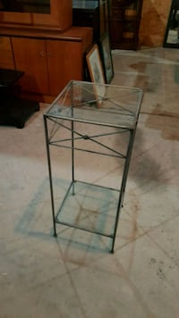 Iron side table Brampton, L6X 5L9