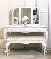 Vanity/desk with mirror and bench